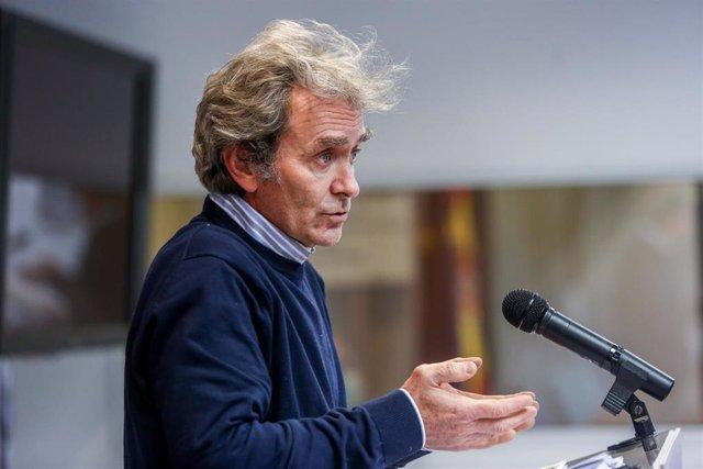 El director del Centro de Coordinación de Alertas y Emergencias Sanitarias (CCAES), Fernando Simón durante una rueda de prensa convocada ante los medios de comunicación en el Ministerio de Sanidad, Madrid, (España), a 18 de enero de 2021.