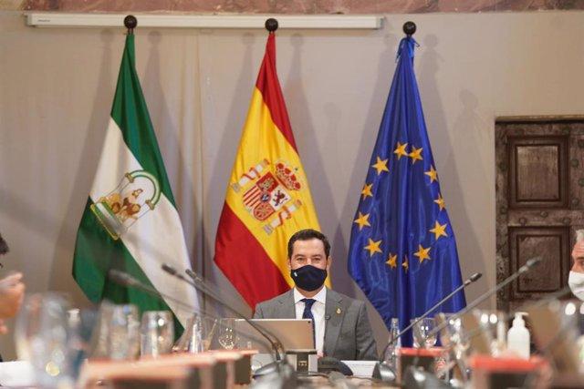 El presidente de la Junta de Andalucía, Juanma Moreno, en la reunión del Consejo de Gobierno