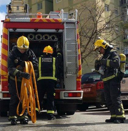 Sofocado un incendio en Málaga capital que ha dejado calcinada una vivienda en la calle Haití