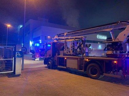 Los bomberos de la DPH intervienen en un fuego declarado en una empresa de Altorricón