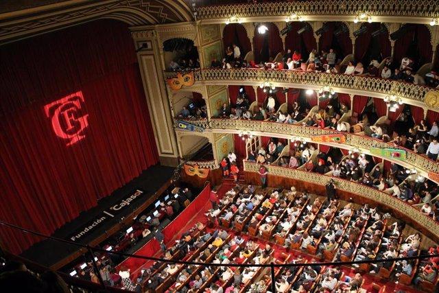 Imagen del interior del Gran Teatro Falla en una función de Carnaval