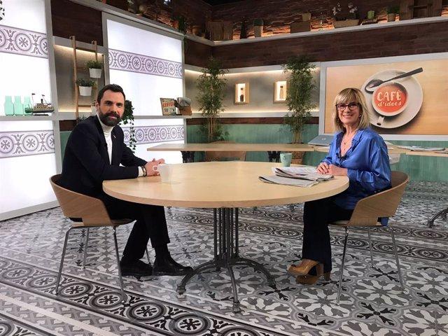 El president del Parlament, Roger Torrent, i la periodista Gemma Nierga