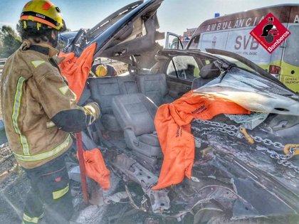 Heridos dos jóvenes de 19 años y 27 años en un accidente de tráfico en la A-7 en Castalla