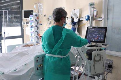 """Andalucía vuelve a activar el plan 4.500 hospitalizados ante el crecimiento """"vertical"""" de los ingresos"""