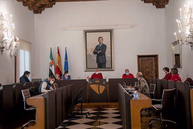 Primera reunión del equipo de Gobierno de la Diputación de Cáceres tras la toma de posesión del nuevo presidente, Carlos Carlos Rodríguez