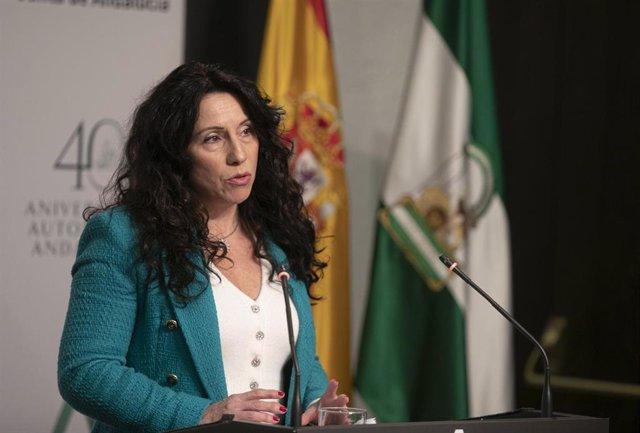 La consejera de Igualdad, Políticas Sociales y Conciliación, Rocío Ruiz, durante su intervención en la rueda de prensa posterior al Consejo de Gobierno