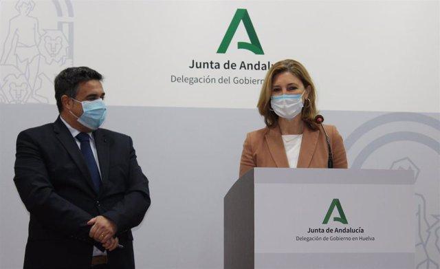 La secretaria general de Vivienda, Alicia Martínez, acompañada por el delegado de Fomento en Huelva, José Manuel Correa.