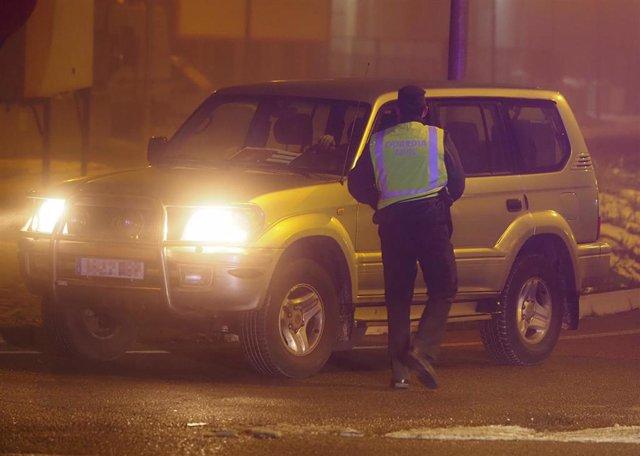 Controles policiales en Valladolid el día de la entrada en vigor del toque de queda a las 20.00 horas por la crisis del coronavirus, en Valladolid, Castilla y León, (España), a 16 de enero de 2021.