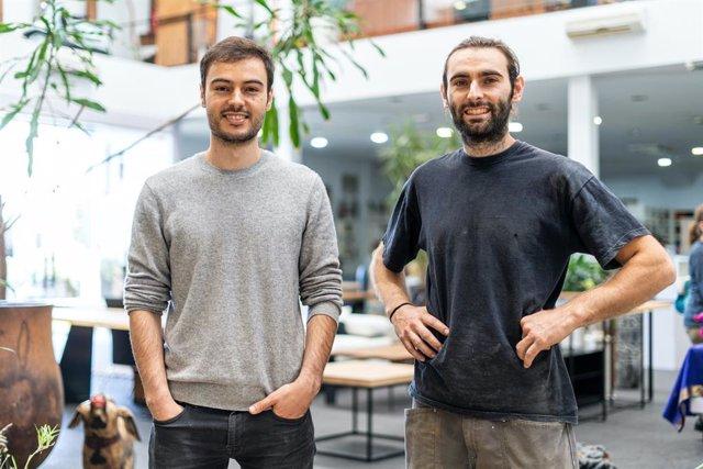 Los cofundadores de la startup cántabra 'STOL', Adrián y Samuel Martínez.