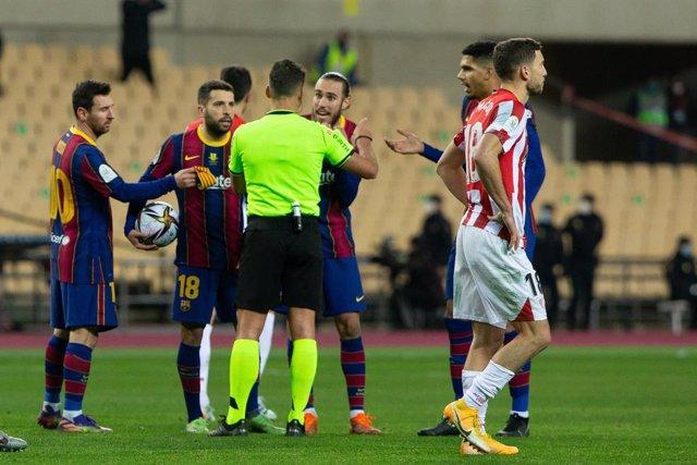 Lionel Messi en la final de la Supercopa entre el FC Barcelona i l'Athletic Club a La Cartuja. Sevilla (Espanya), 17 de gener del 2021.