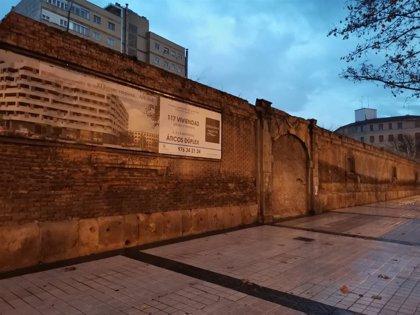 La Asociación Voluntarios de Aragón pide declarar BIC la puerta del cuartel de caballería del siglo XVIII