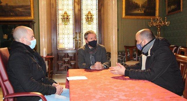 Reunión del alcalde con sindicatos para analizar la situación de Aernnova