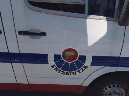 Herida de gravedad a una mujer en Errenteria tras ser acuchillada en el cuello por un hombre que le pidió dinero