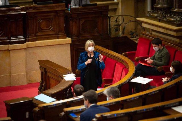 La consellera de Salut de la Generalitat, Alba Vergés interviene durante una sesión plenaria en el Parlament de Catalunya, en Barcelona, Catalunya, a 16 de diciembre de 2020.