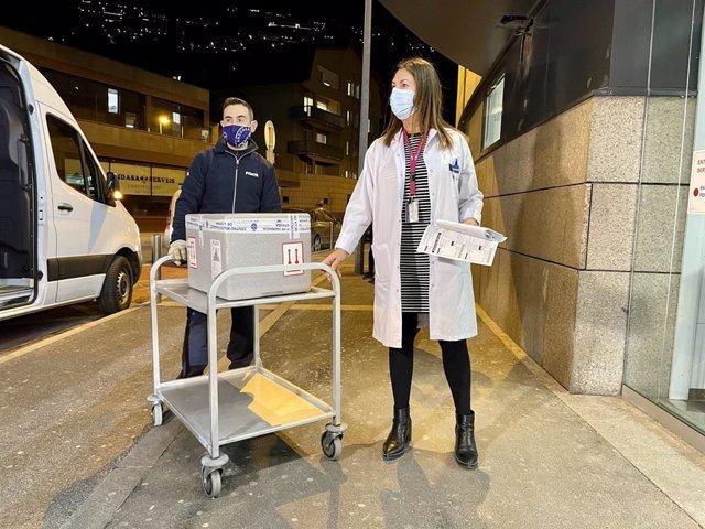 Las primeras dosis de vacuna de Covid-19 llegan al Hospital Nostra Senyora de Meritxell.