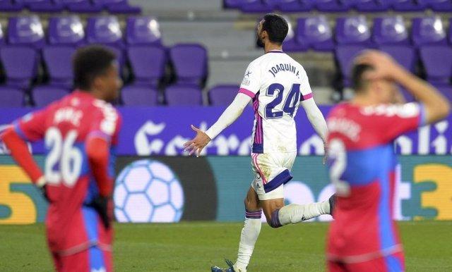 Joaquín celebra el 2-2 del Valladolid ante el Elche