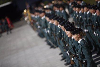El Gobierno retira los 43 símbolos franquistas de dependencias de la Guardia Civil localizados por un informe de 2011