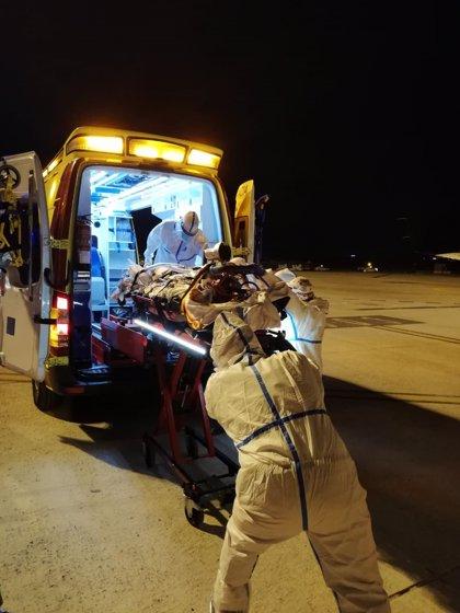 El SAMU 061 coordina el traslado en avión de un paciente Covid con oxigenación extracorpórea