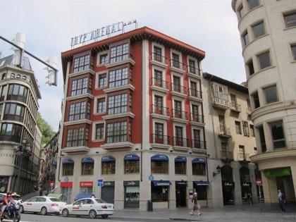 El desplome de las entradas y pernoctaciones en los establecimientos hoteleros de Euskadi supera el 61% en 2020