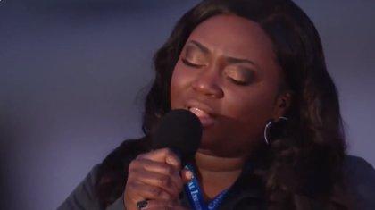 La enfermera que se hizo viral por cantar 'Amazing Grace' vuelve a hacerlo en un tributo a las víctimas del coronavirus