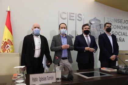"""Iglesias pide la dimisión de alcaldes y consejeros que han tenido la """"desvergüenza"""" de saltarse la cola de vacunación"""