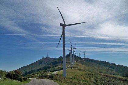 El viento sur alcanza rachas máximas de 113,3 km/ en el monte Oiz y de 110,8 km/ en La Arboleda, en Trapagaran