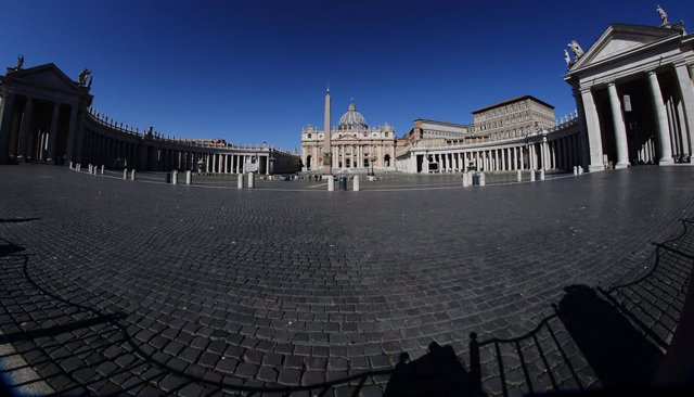 26 April 2020, Vatican, Vatican City: A general view of the empty St. Peter's Square as Pope Francis leads the live-broadcast Regina Caeli prayer from the window of the apostolic palace. Photo: Evandro Inetti/ZUMA Wire/dpa