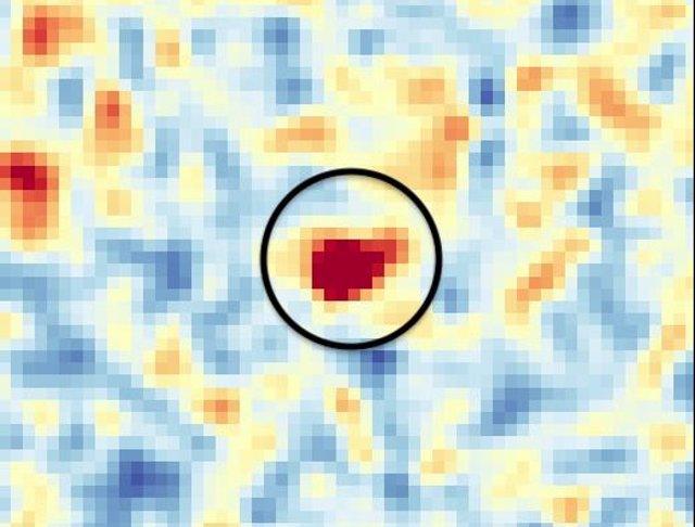 El quásar aparece como poco más que un punto en los datos de los investigadores.