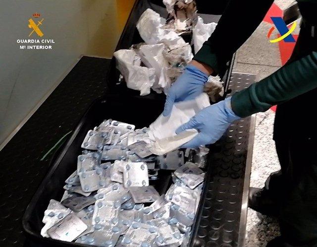 Incautadas 2.000 pastillas potenciadoras sexuales en el Aeropuerto de Bilbao