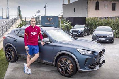 La plantilla del Barça personaliza sus nuevos coches CUPRA