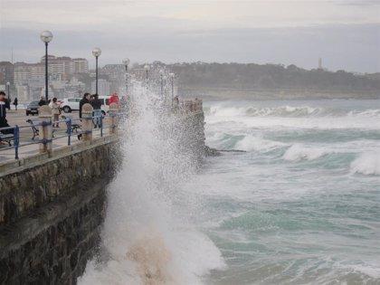 Cantabria estará mañana en aviso naranja por fenómenos costeros adversos y amarillo por viento