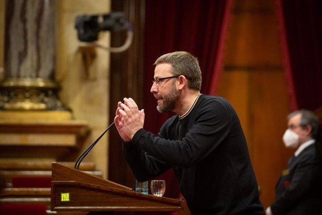 El diputado de la CUP, Vidal Aragonés, durante su intervención en la Diputación Permanente del Parlament, en Barcelona, Catalunya, (España), a 13 de enero de 2021.