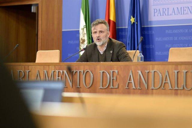 El portavoz parlamentario del PSOE-A, José Fiscal, en rueda de prensa este miércoles.