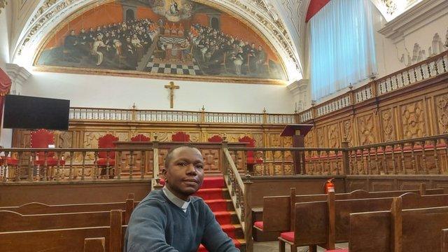 Uno de los sacerdotes becados este año, Eddy Yao, procedente de Costa de Marfil