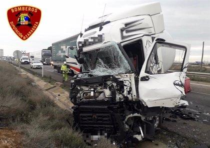 Sucesos.- Heridas tres personas en la A-68, en Figueruelas, a producirse una colisión entre tres camiones