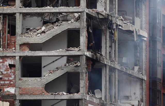 Aspecto de un inmueble momentos posteriores a una fuerte explosión registrada la calle Toledo