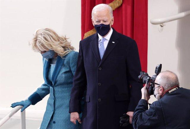 Joe Biden y su esposa, Jill, en la ceremonia de investidura