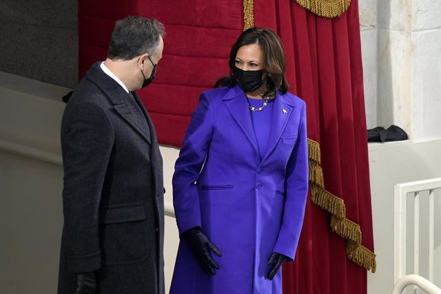 Kamala Harris jura com a vicepresidenta dels EUA.