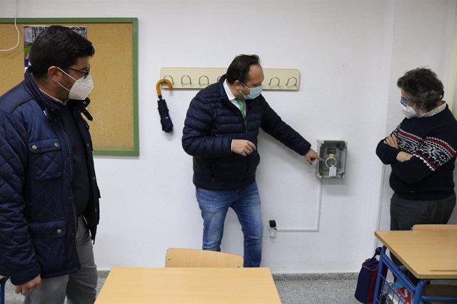 El Viso instala sensores de partículas en los centros educativos para controlar la calidad del aire