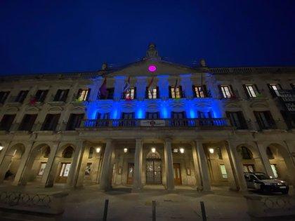 Vitoria iluminará de azul los lugares emblemáticos de la ciudad para celebrar el centenario del Deportivo Alavés