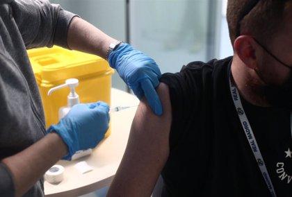 """Madrid exige un reparto """"justo y ordenado"""" de vacunas y defiende que ha ido """"al ritmo adecuado"""""""