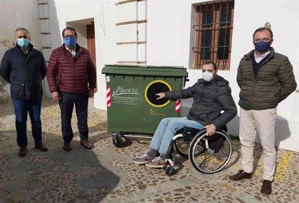 Carmona (Sevilla) instala contenedores de residuos adaptados a personas de movilidad reducida