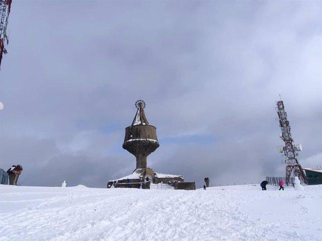 Imagen de la ermita de la Virgen de Orduña con nieve