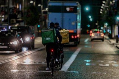 El Gobierno pide a agentes sociales cerrar ya la ley de 'riders' y presenta un nuevo documento