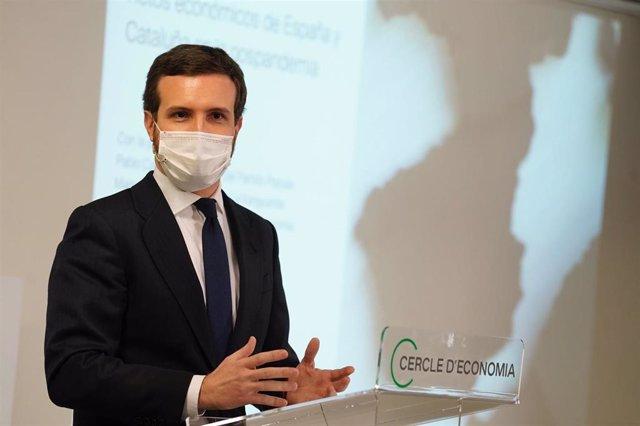 El líder del PP,  Pablo Casado, participa en una conferencia-coloquio organizada por el Círculo de Economía en Barcelona.