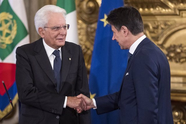 05 September 2019, Italy, Rome: Italian Prime Minister Giuseppe Conte (R) shakes hands with Italian President Sergio Mattarella during the swearing in ceremony of the Italian Government at the Quirinale Presidential Palace. Photo: Roberto Monaldo/LaPresse
