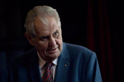 El presidente de República Checa recibe la vacuna contra la COVID-19