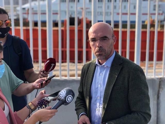 Jorge Buxadé (Vox) junto al Puerto de Almería