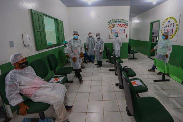 Personal médico de un hospital de Umariacu, en el estado de Amazonas.