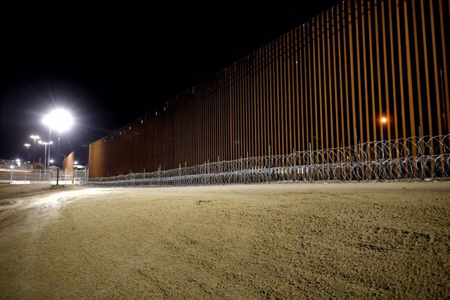 January 29, 2019 - Imperial, California, United States: New border wall enforced with concertina wire along the U.S.-Mexico border, Calexico, and Mexicali, U.S. in the Border Patrol El Centro Sector. A new report in April 2019 highlights the dangerous use